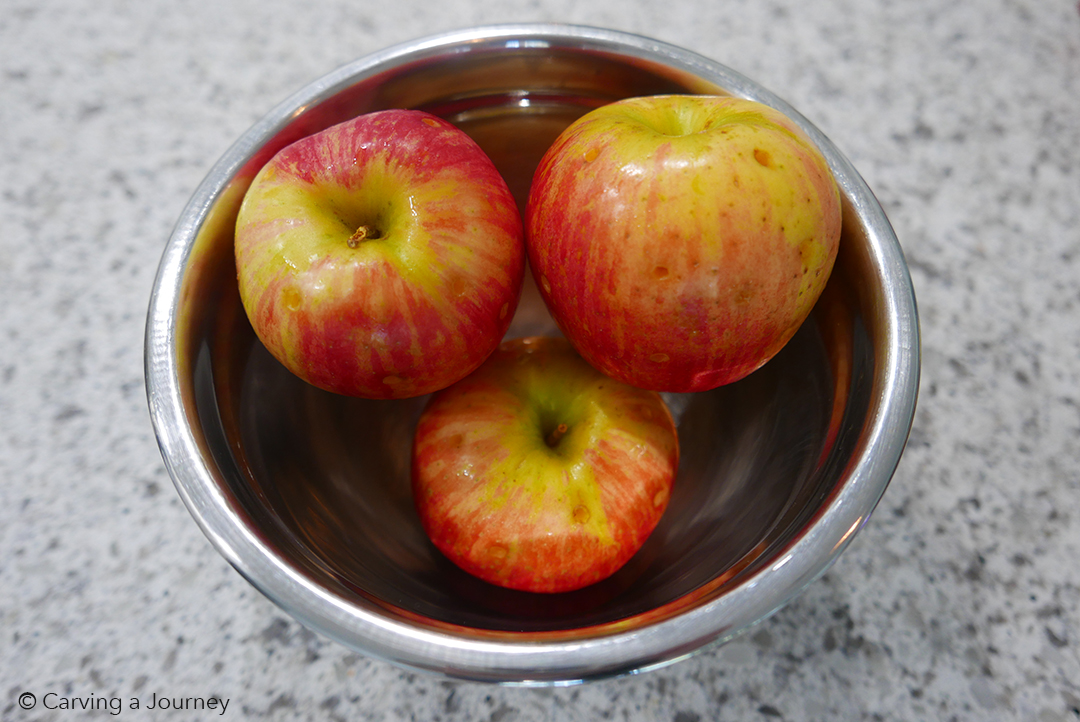 An image of apples as a preparation to make drunken candy apples